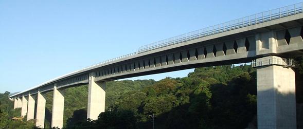 世界初のバタフライウェブ橋、寺迫ちょうちょ大橋が竣工 ― 主桁の軽量化と維持管理性の向上 ―